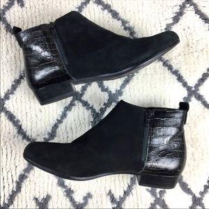 Munro genuine leather animal black bootie ankle
